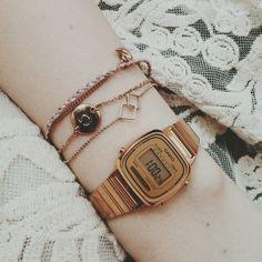 . Vintage Watches Women, Ladies Watches, Casio Watch, Appliques, Gold Watch, Clocks, Jewlery, Piercings, Jewelry Accessories