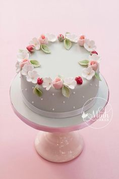 Sweet spring cake with rosebuds, apple blossoms and sugar strawberries. The rosebud technique was learned from Cotton & Crumbs! This cake to be taught in my upcoming class, The Complete Fondant Cake. Gorgeous Cakes, Pretty Cakes, Cute Cakes, Amazing Cakes, Bolo Floral, Floral Cake, Fondant Cakes, Cupcake Cakes, Fondant Cake Decorations