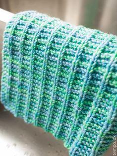 At bruge hjemmestrikkede klude hjemme er en lille ting, man kan gøre for miljøet, som jo ikke har så godt af de der engangsklude af... Knit Purl Stitches, Dishcloth Knitting Patterns, Knit Dishcloth, Baby Knitting, Crochet Patterns, Knitted Baby Blankets, Knitted Hats, Crochet Home, Knit Crochet