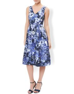 Monsoon Womens Ellie Floral Print Dress Size 8 Navy. These season's events call for a dose of flower power, and our Ellie dress is just the thing for a sophisticated soiree. With its flattering A-line skirt and chic cut-out at the back, there's no doubt it'll make your style stand out.Model wears UK 8/UK S/EU 36/US 4. Model height is 175 cm/5'9. Machine Washable.