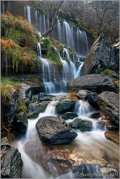 Nervion Waterfall in Spain All Nature, Amazing Nature, Amazing Places On Earth, Beautiful Places, Beautiful Waterfalls, Beautiful Landscapes, Places To Travel, Places To Go, Basque Country
