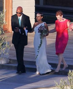 Alicia Keys: July 2010. Singer/songwriter Alicia Keys chose a Greco-Roman style dress for her wedding to R producer Kasseem Dean Aka Swizz Beats. The pregnant bride kept her gown simple and elegant as the couple exchanged vows on the southern coast of Italy.