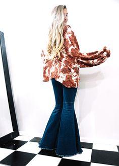 Platform High Heels, Wide Leg Jeans, Flare Jeans, Bell Bottoms, Bell Bottom Jeans, Women Wear, Blouse, How To Wear