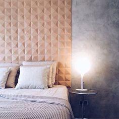 Dekorativ kork vegg i modellen Peak på soverommet - showroom Thorshov Dream Home Design, House Design, Cork Wall, 3d Wall, Cork Flooring, Interior Design Studio, Home Bedroom, Master Bedroom, Textured Walls