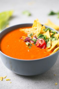Mexican-style tomato soup | simpleveganblog.com #vegan #glutenfree