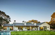 Surrounded by rolling acres, this contemporary courtyard house lends an informal yet elegant living experience in Portola Valley, California.