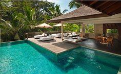 SPA paradisíaco em Bali. Piscinas com borda infinta, paisagens deslumbrantes e decoração de luxo: um lugar perfeito para cuidar do corpo e esquecer do mundo