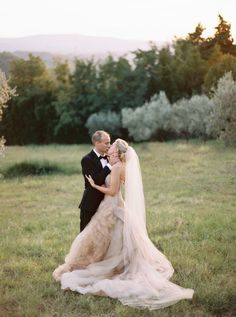 We're swooning over this romantic ivory Vera Wang wedding dress! http://www.stylemepretty.com/2015/11/18/classic-tuscan-villa-wedding/ | Photography: Katie Grant - http://www.katiegrantphoto.com/