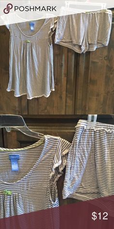 Simply Vera Wang 2 Pc Babydoll Pjs Shorts M $39! Simply Vera Wang Intimates - Babydoll Pj's size Medium - Rayon/ Spandex - gray/ white stripe- white lace trim - shorts have elastic waist- bought brand new for $39!! Simply Vera Vera Wang Intimates & Sleepwear Pajamas