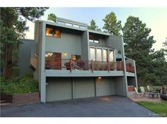 Contemporary mountain home located on 2.7 acres of level & useful land in peaceful Evergreen Meadows. Vaulted ceiling great room with floor to ceiling moss rock wood burning FP hi-efficiency insert, wet bar, walk out to wrap around composite deck. Large beautiful windows throughout bring the outdoors inside. Sun space bathes the formal dining room in light. Granite tile kitchen with built in window bench, SS appliances, large kit island, & hardwood floors. Private master suite with (10x12)…