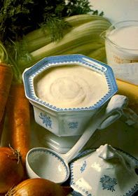 Thermomix White Sauce , also called Béchamel Sauce is usually included in the preparation of complex dishes with the intention of combining the variou… Sauce Béchamel, Salad Sauce, Anchovy Sauce, Bellini Recipe, White Sauce Recipes, Savoury Biscuits, Sauces, Kneading Dough, Bechamel Sauce