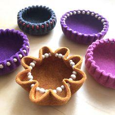 Felt Diy, Felt Crafts, Purple Bowls, Make Your Own, Make It Yourself, Quick Crafts, Textiles, Bowl Designs, Bead Shop
