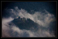 Zamek w Rytrze, 36 kilometrów od Muszyny. Magię tego miejsca uchwycił P. Strykowski.   Castle in Rytro, 36 km from Muszyna. The magic of this place was captured well by P. Strykowski.  #castle #zamki #polska