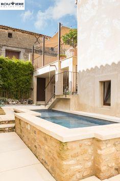 Swimming Pool Designs, Swimming Pools, Courtyard Pool, Pool Landscape Design, Patio Interior, Desert Homes, Small Pools, Cool Pools, Pool Landscaping
