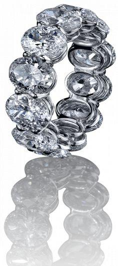 Robert Procop. Total carat weight of diamonds: 12.61 ct.
