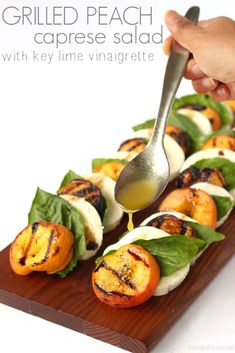 Easy Grilled Peach Caprese Salad with Key Lime Vinaigrette Florida inspired salad idea perfect for the non-salad eater AD Ensalada Caprese, Caprese Salat, Grilled Peach Salad, Grilled Peaches, Appetizer Recipes, Salad Recipes, Peach Appetizer, Cod Recipes, Spinach Recipes