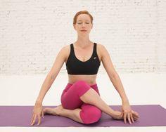 Te traemos nueva clase de @womenshealthesp y Aomm.tv de yoga para pedalear. ¿Está guapa la profe? ¡Claro, lleva total look de #LornaJane!