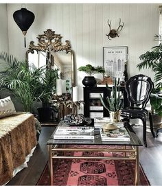 All About Eclectic Decor – Self Home Decor My Living Room, Home And Living, Living Room Decor, Living Room Inspiration, Interior Inspiration, Small Space Living, Living Spaces, Decoration Entree, Le Far West