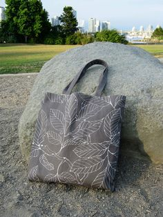 Free Bag Pattern and Tutorial - Simple Lined Tote Bag