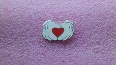 pin broche disney DLR - Mains de Mickey Mouse avec le coeur
