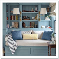 Country Living Magazine's photo: A cozy reading corner with a built-in daybed and bookshelves. Color Palette For Home, Built In Daybed, Cozy Reading Corners, Reading Nooks, Vibeke Design, Country Living Magazine, Georgian Homes, Cozy Nook, Cosy