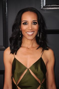 Shaun Robinson #ShaunRobinson on Red Carpet  GRAMMY Awards in Los Angeles 12/02/2017 Celebstills Grammy Awards 2017 S Shaun Robinson