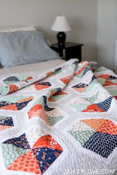 Triangle Hexies PDF quilt Pattern / Hexie quilt / modern image.  Modern hexie quilt by emily of quiltylove.com.  Use fat quarters to make this quick and easy hexie quilt.  #hexiequilt #modernquilt #trianglequilt Hexagon Quilt Pattern, Bed Quilt Patterns, Modern Quilt Patterns, Quilt Modern, Hexagon Quilting, Twin Quilt Pattern, Triangle Quilts, Modern Quilting, Hand Quilting