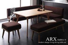 スッキリと洗練されたデザインで仕上げたリビングダイニングセットです。テーブルは、木の持つナチュラル感を活かした北欧風デザイン。ソファ、ベンチ、オットマンのファブリックも落ち着いた色あいでまとめました。