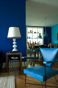 I love this vintage chair , i love blue