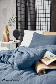 Linen bedding in Blue Gray - a touch of elegance to your bedroom decor.