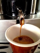 You need a - bean to cup coffee machine - best coffee beans in the world Coffee Machine Best, Cappuccino Machine, Coffee Machines, Different Types Of Coffee, Coffee Date, Blended Coffee, Coffee Gifts, Healthy Diet Recipes, Great Coffee