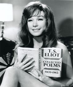 Shirley MacLaine reading T. Eliot in Woman Times Seven. People Reading, Woman Reading, Julie Christie, Celebrities Reading, Katharine Ross, Sweet Charity, Terms Of Endearment, Shirley Maclaine, Cinema