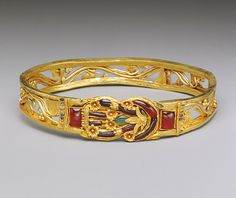 Armband with a Herakles knot, Hellenistic, 3rd–2nd century B.C., Greek, Gold, garnet, emerald, enamel (1999.209)
