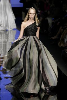 Elie Saab at Couture Spring 2007 - Livingly