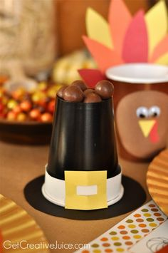 DIY kids thanksgiving table idea pilgrim hat