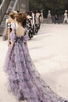 Chanel Haute Couture S/S 13 Finale, fashion week NY Fashion Week, Look Fashion, High Fashion, Fashion Show, Fashion Design, Party Fashion, Chanel Fashion, Couture Fashion, Runway Fashion