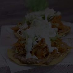 For a Mexican night or a meeting, tinga toast is an excellent choice. Spanish Dishes, Mexican Dishes, Love Eat, I Love Food, Mexican Cooking, Mexican Food Recipes, Healthy Recepies, Homemade Donuts, Cooking Classes For Kids