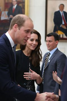 La reine d'Angleterre Elizabeth II, le prince William et Kate Middleton ont présenté leurs condoléances aux victimes de l'attaque terroriste d'Orlando.