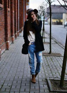 boyfriend jeans, boots, floppy hat