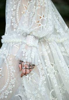 La parfaite robe de mariée #2 (Alexander McQueen automne/hiver 2014-2015)