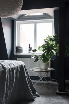 Dark attic bedroom - via Coco Lapine Design
