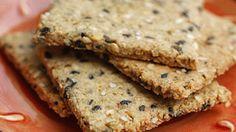 Harina integral y avena para estas galletitas, que llevan bastante manteca así que no son dietéticas. Se puede reemplazar una parte de la manteca por aceite.