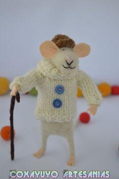 He encontrado este interesante anuncio de Etsy en https://www.etsy.com/es/listing/221103683/raton-con-baston-mouse-with-a-cane