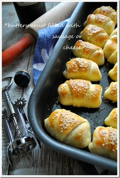 Croissants with cheese Greek Appetizers, Greek Desserts, Finger Food Appetizers, Greek Recipes, Sausage Roll Pastry, Greek Pastries, The Kitchen Food Network, Snack Recipes, Cooking Recipes