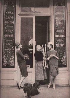 Chez Pierrot  Pierrre Cardin Spring 1958  Gleb Derujinsky Old Paris, Vintage Paris, Vintage Love, Paris Paris, French Vintage, 1950s Fashion, Vintage Fashion, Paris Fashion, Old Pictures