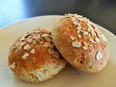 Breidablikkfruen: Glutenfrie rundstykker med gulrot og kesam Good Healthy Recipes, Gluten Free Recipes, Bread Baking, Superfoods, Lchf, Crackers, Food Styling, Free Food, Food And Drink