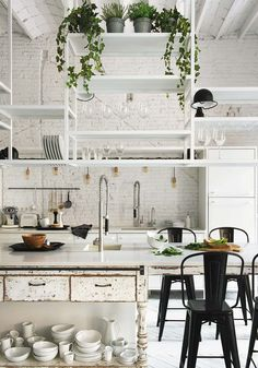 This beautiful, white cosy flat in Barcelona has a lot of inspiration to offer but the kitchen is by far, my favourite room...so inspiring!