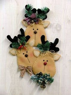 Rudy and Friends Felt Wall Hanging Pattern Felt Christmas Decorations, Felt Christmas Ornaments, Noel Christmas, Primitive Christmas, Christmas Projects, Felt Crafts, Holiday Crafts, Felt Wall Hanging, Christmas Sewing