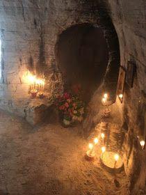 Πνευματικοί Λόγοι: Tο σπήλαιο της Οσίας Μαρίας της Αιγυπτίας, στην έρ... Byzantine Icons, Holy Family, Painting, Sagrada Familia, Painting Art, Paintings