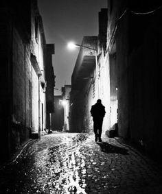Resultado de imagen para luz mortecina de la calle